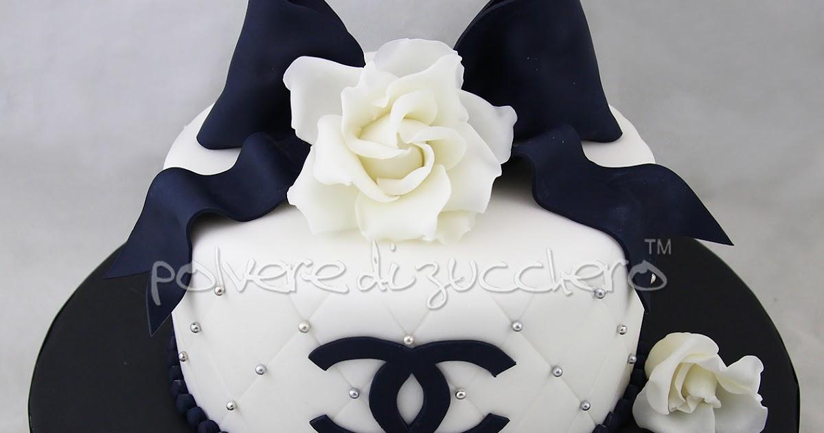 Torta chanel bianca e nera con rose e fiocco in pasta di for Parete attrezzata bianca e nera