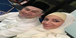ملك ماليزيا يتزوج من ملكة جمال روسية بعد اعتناقها الإسلام