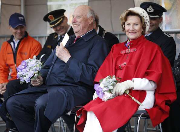 On the occasion of 25th anniversary of enthronement of King Harald of Norway, King Harald and Queen Sonja