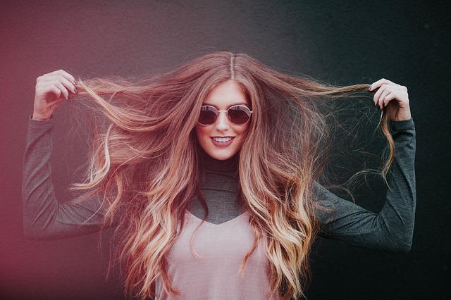 9 enkle måter å stoppe håret faller ut