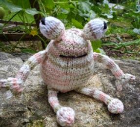 http://translate.googleusercontent.com/translate_c?depth=1&hl=es&rurl=translate.google.es&sl=en&tl=es&u=http://stana-critters-etc.blogspot.com.es/2012/09/knitting-pattern-for-toadie.html&usg=ALkJrhiSi27M3NXWe6NJskHVYhkG00jdmQ