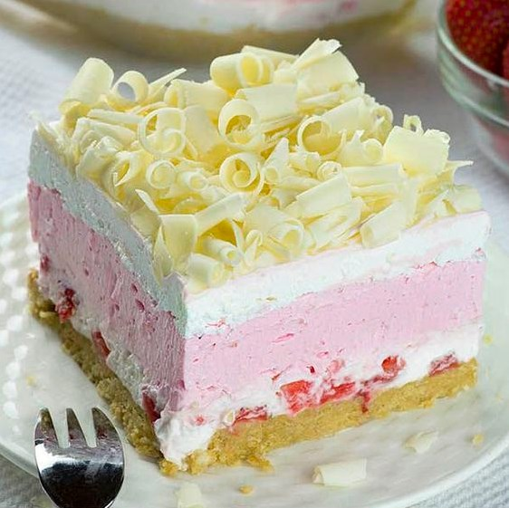 No Bake Strawberry Jello Lasagna #cakes #sweets