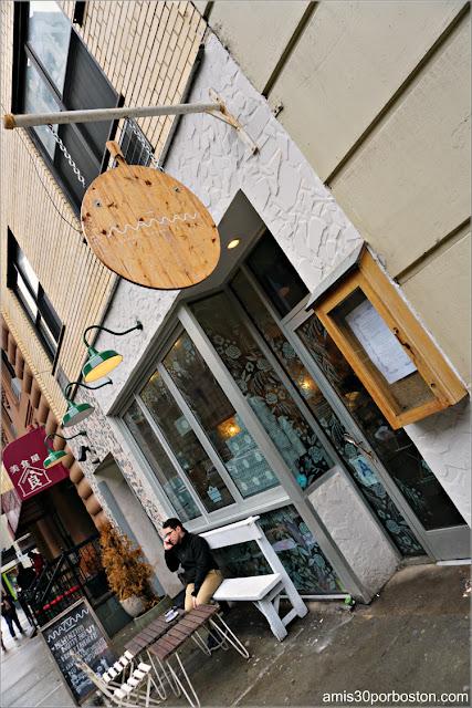 Fachada de la Cafetería Maman en Nomad, Nueva York