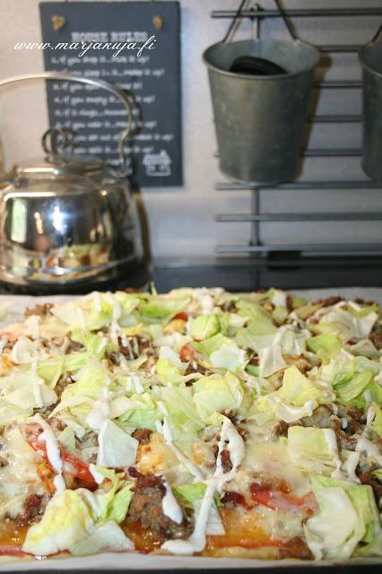 pitsa salaatilla