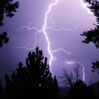 6. Astraphobia - Ketakutan guntur dan kilat