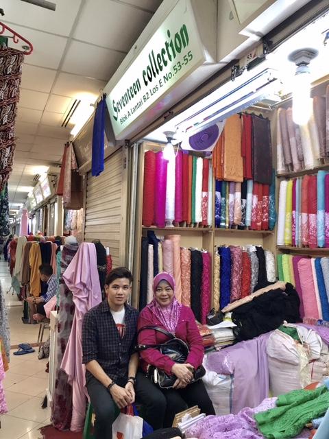 Membeli Belah di Pasar Tanah Abang Jakarta