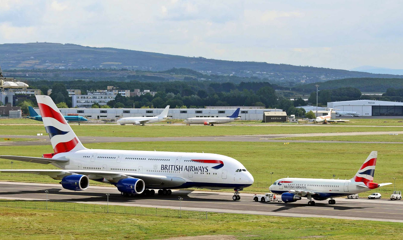 Airbus A380 Vs A318 Size Comparison Nose To Nose