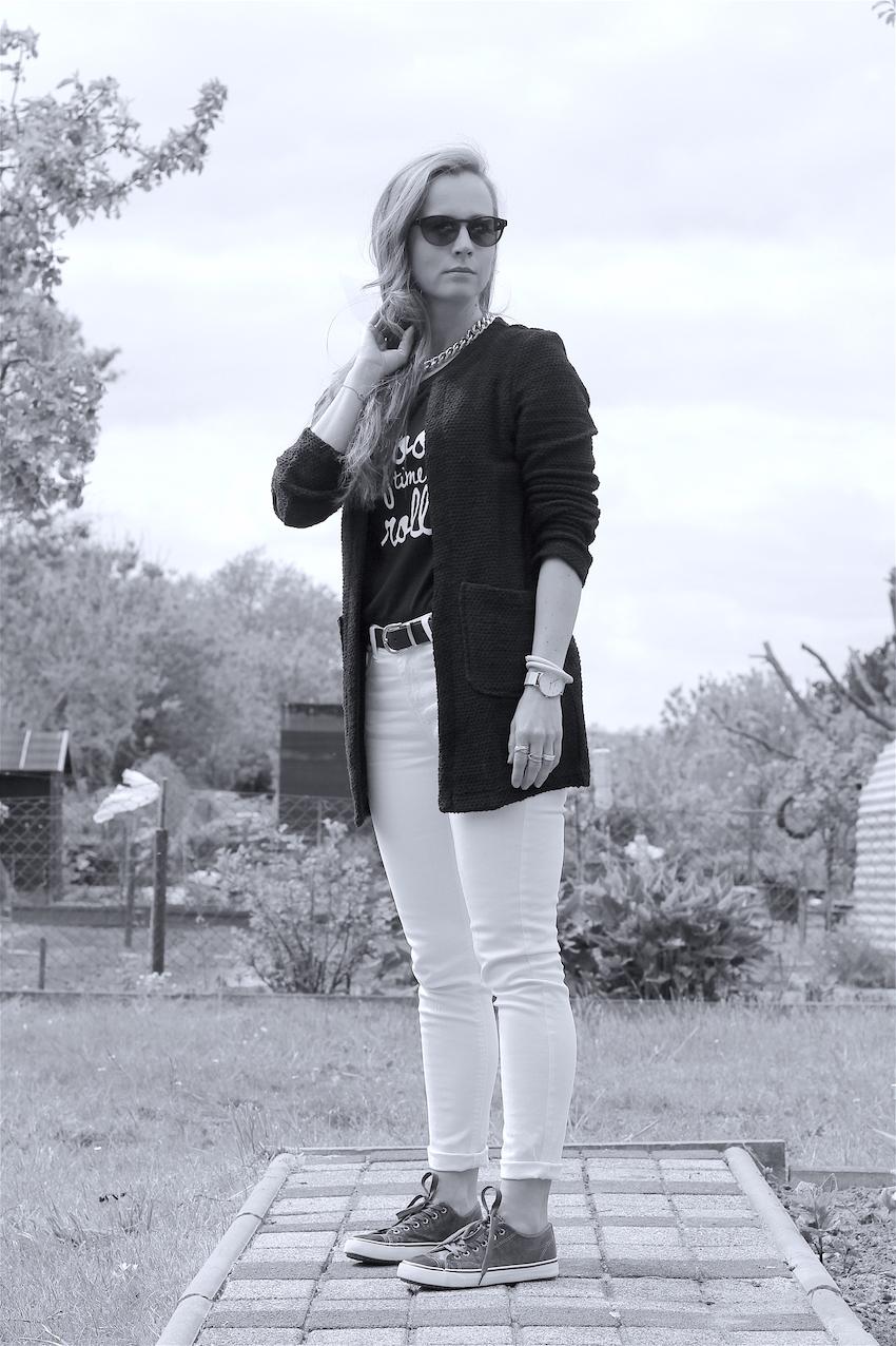 schwarz weisses fr hlings outfit mit jeans fritz. Black Bedroom Furniture Sets. Home Design Ideas
