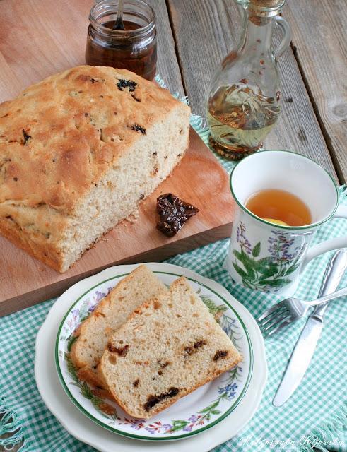 pieczywo, domowy chleb, suszone pomidory, śniadanie, daylicooking