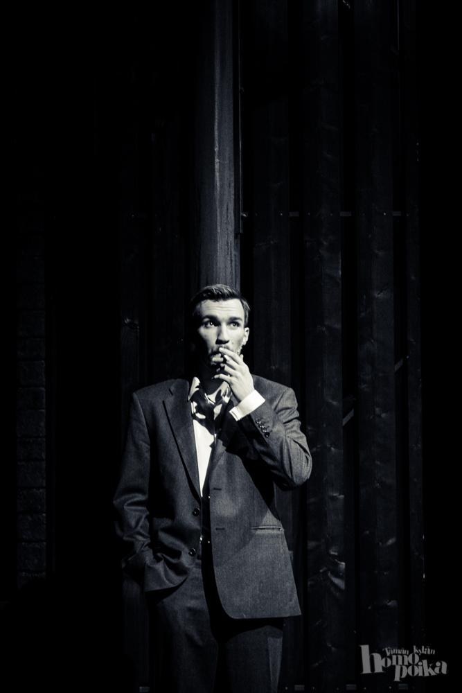 Olli Rahkonen Touko Laaksosena Tom of Finland -musikaalissa.