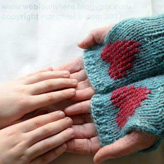 http://webloomhere.blogspot.com/2017/02/i-carry-your-heart-mitts-knitting.html