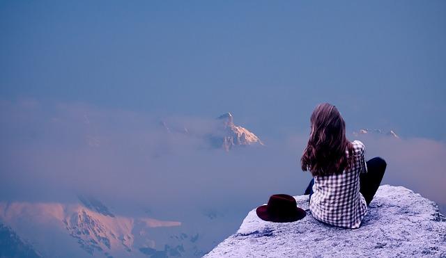 Tips dan Cara Mengatasi Cuaca Dingin di Pegunungan