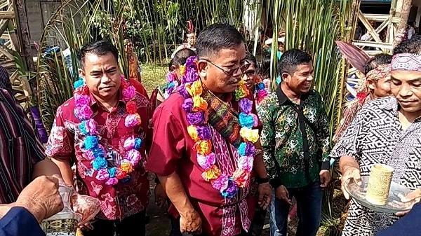 Bupati Rupinus Pulang Kampung Ikut Misa di Lubuk Tajau