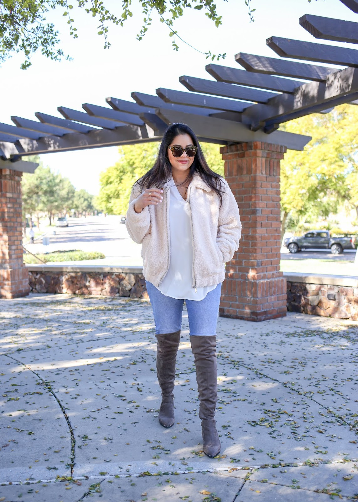 How to wear a sherpa coat, how to wear a beige sherpa coat