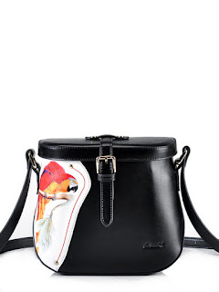 https://www.stylewe.com/product/magnetic-small-cowhide-leather-shoulder-bag-30541.html