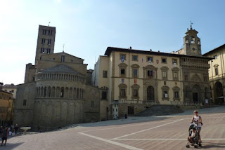 Plaza Mayor o Piazza Grande de Arezzo.