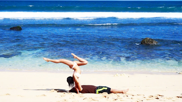 acroyoga acro acrobatics circus doubles duo acro beach summer body
