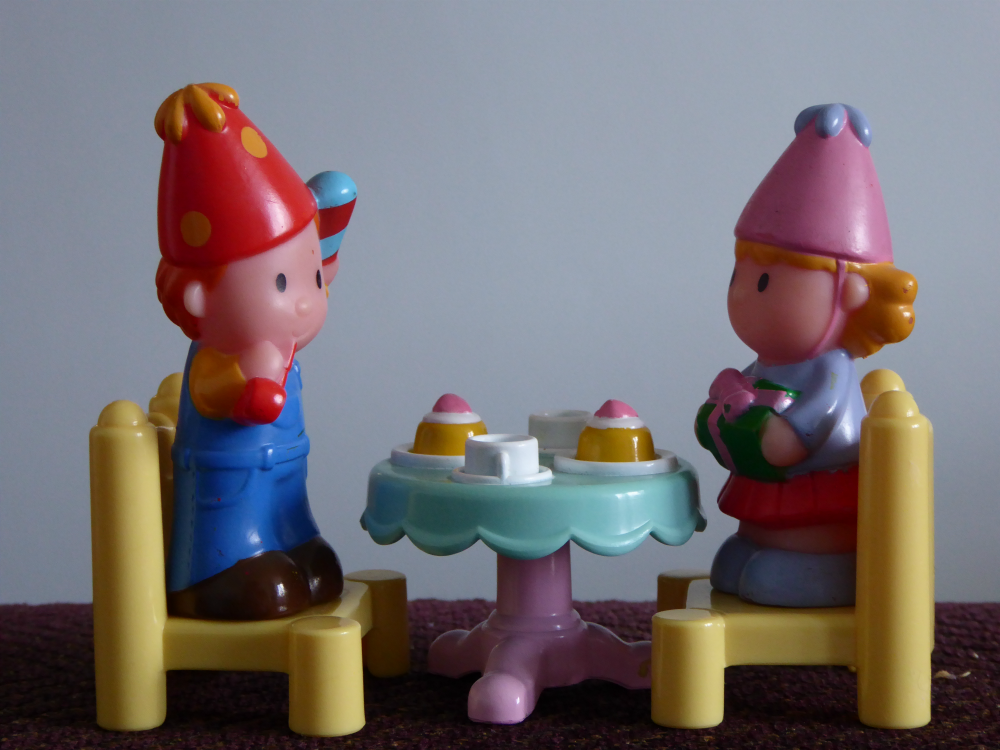 Girl and boy Happyland toys having a party.