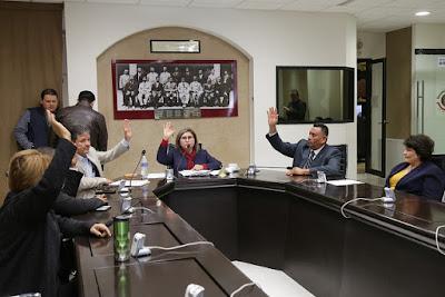 Instalan mesa directiva de la diputación permanente y convocan a sesión extraordinaria