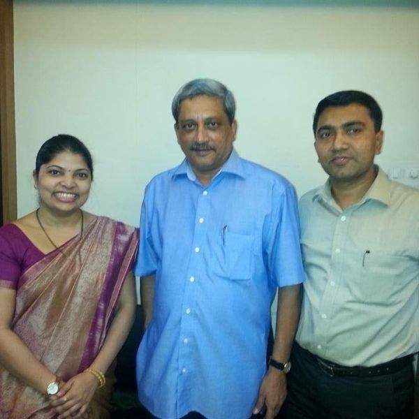 Pramod Sawant and his wife Sulakshana with Manohar Parrikar