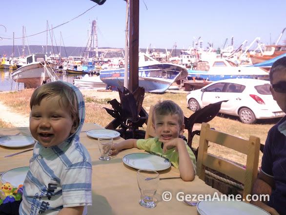 Poyrazköy Sahil balık restaurantta denize ve teknelere nazır kahvaltı edilebiliyor, İstanbul