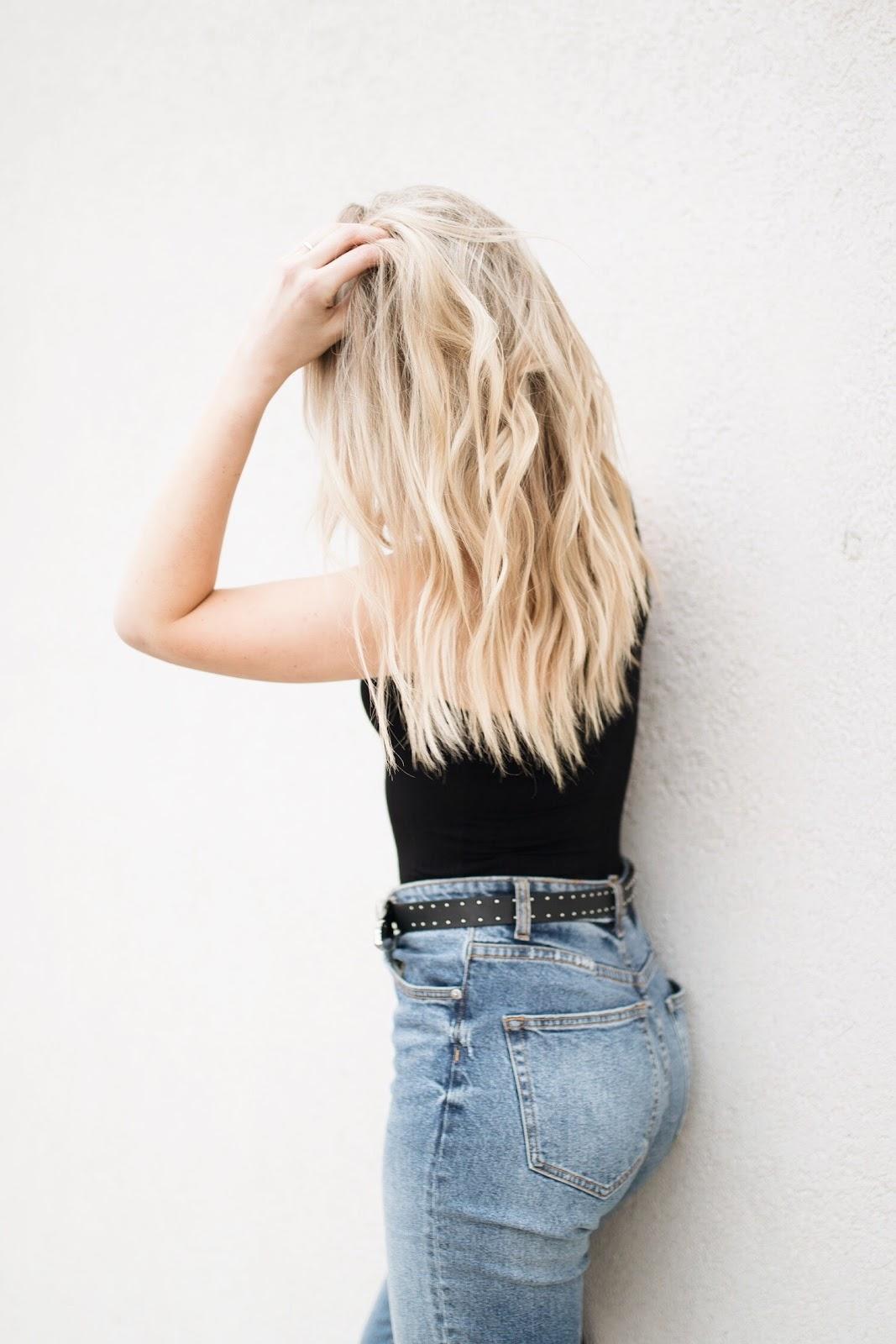 blonde wavy hair, high-waisted gf jeans
