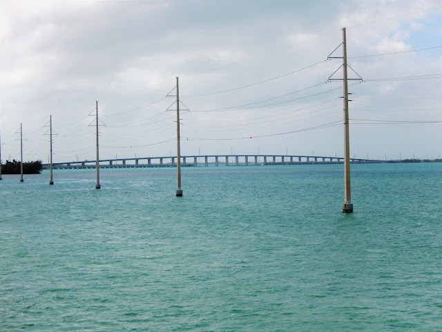 Vista del Puente de las 7 millas en los Cayos,Florida.
