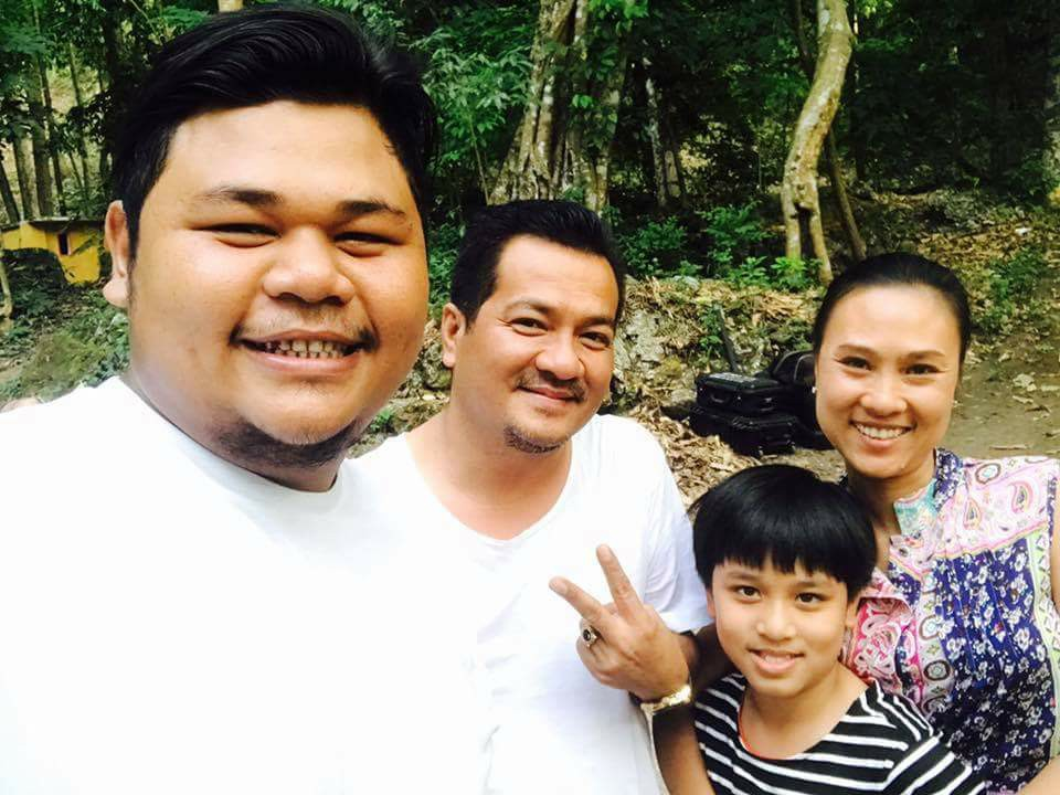Myanmar Idol winner Thar Gyi Takes Selfie With Famous Celebrities At Shooting Scene
