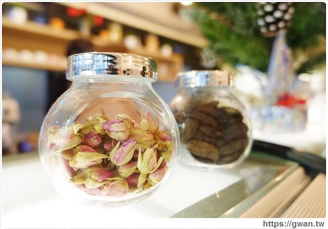 O Rose法式冰淇淋,捷運美食,捷運藍線美食,花朵冰淇淋,玫瑰花冰淇淋,少女甜點,夢幻甜點,手工冰淇淋,甜點下午茶,玫瑰花瓣,法國主廚-8