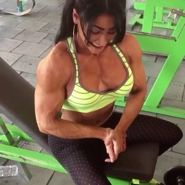 Foto Body Cewek Yang Suka Fitness Seperti Atlet Binaragawati