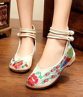 Model sepatu flat ankle strap untuk kaki besar wanita