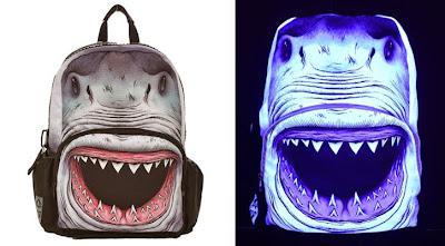 mochila tiburón fluorescente