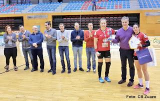 el Club Balonmano Zuazo ha rendido homenaje al exseleccionador Jorge Dueñas