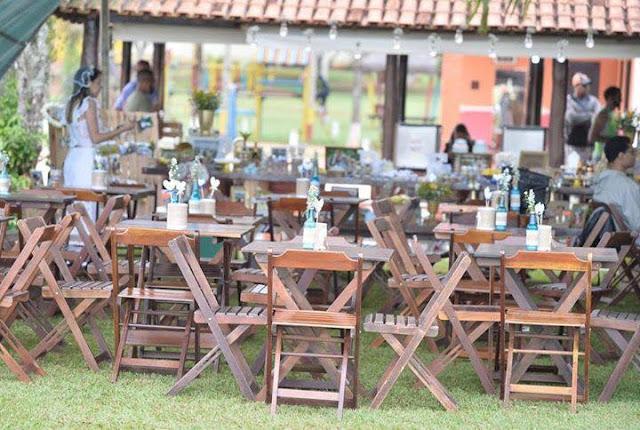 chá bar, noivos felizes, chá de panela, decoração diy, mesa do bolo, decoração amarela e azul, chá bar, rústico, decoração com garrafinhas