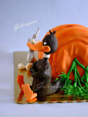 Tarta de zanahoria con pato Lucas y Bugs Bunny