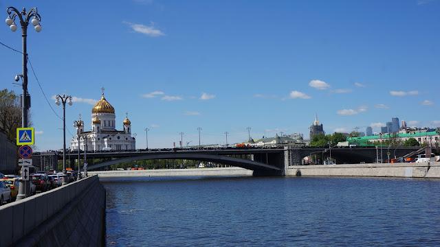 Фото Храма Христа Спасителя за Большим Каменным мостом