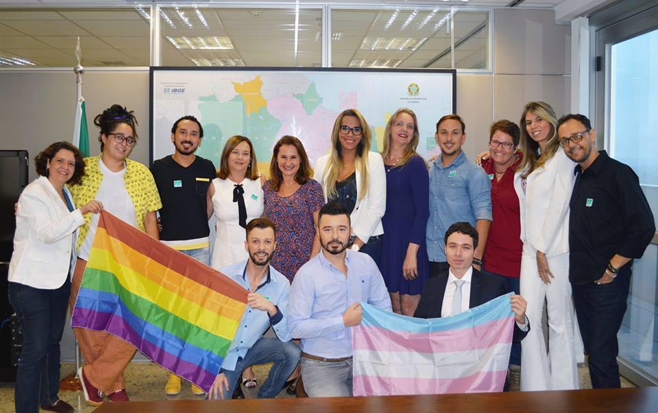 Ativistas LGBT debate políticas públicas com a Secretária Especial de Direitos Humanos