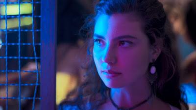 Rita (Alanis Guillen) diz que está arrependida de ter ido na inauguração do bar, em 'Malhação - Toda Forma de Amar' — Foto: TV Globo