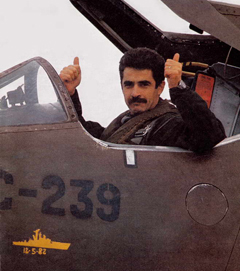 carballo piloto veterano de guerra en su avión