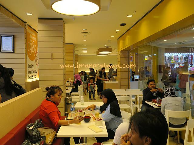 Suasana Hokben Arion Mall Pemuda