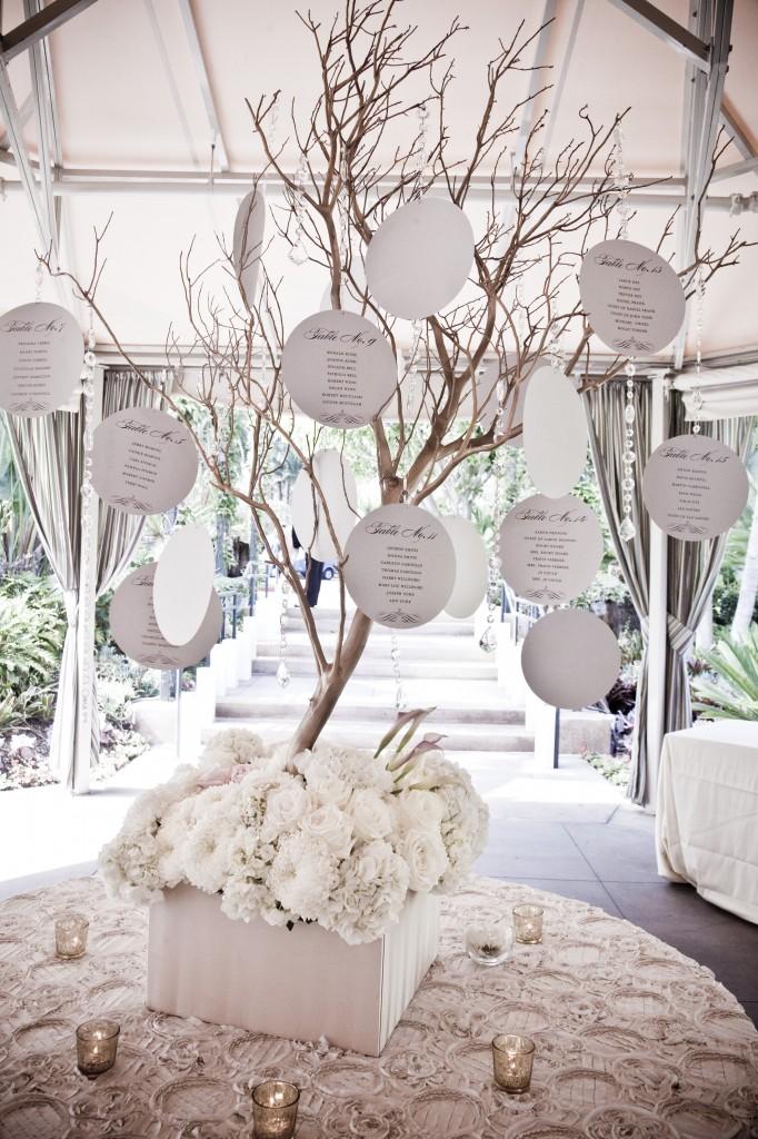 Tables en f te d corez avec des branchages artificiels - Exemple plan de table mariage ...
