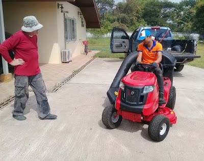 Isaan Thailand Riding Lawn Mower Delivery Instruction Service