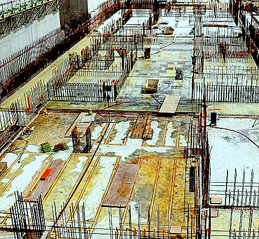 Increasing rigidity of raft foundation with stiffener partitions