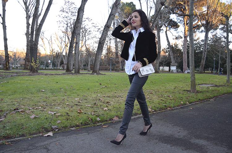 velvet-jacket-zara-leather-pants-golden-crossbody-bag-black-stilettos-outfit-look-daniel-wellington