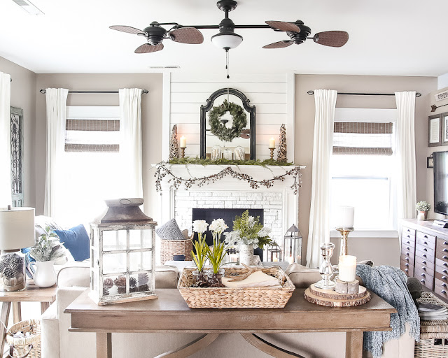 Winter Mantle and Living Room featured at Talk of the Town | knickoftime.net
