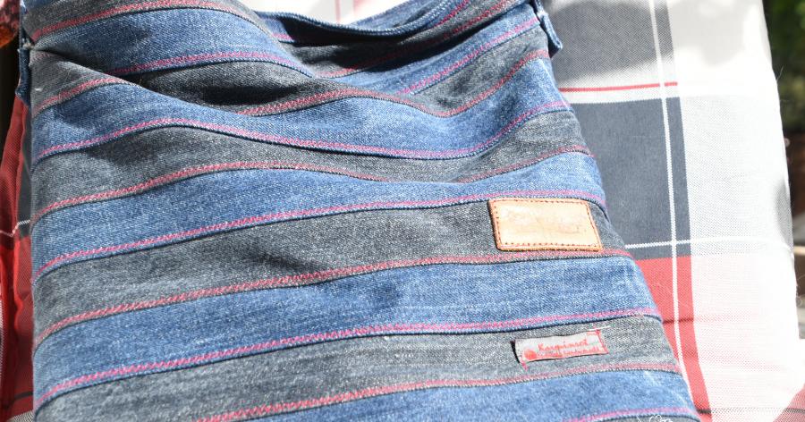 karminrot was man so alles aus jeans machen kann. Black Bedroom Furniture Sets. Home Design Ideas