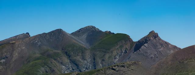 De izquierda a derecha: Petrechema, Chinebral de Gamueta, Acherito parcialmente tapado por la Foya de Gamueta, Gorreta de los Gabachos, Mallo Gorreta y Anzotiello.