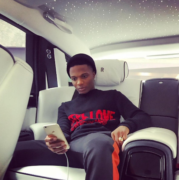 Wizkid hangs out in his hood in Ojuelegba(Photos)