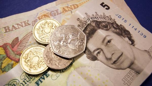 Se desploma la moneda británica a su peor nivel en 31 años