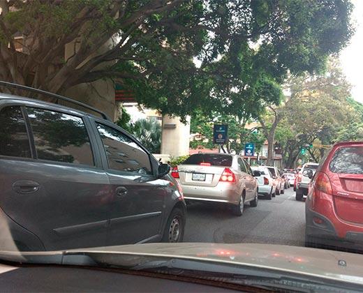 #23Mar Venezolanos amanecen en largas colas para surtirse de gasolina (+Fotos)